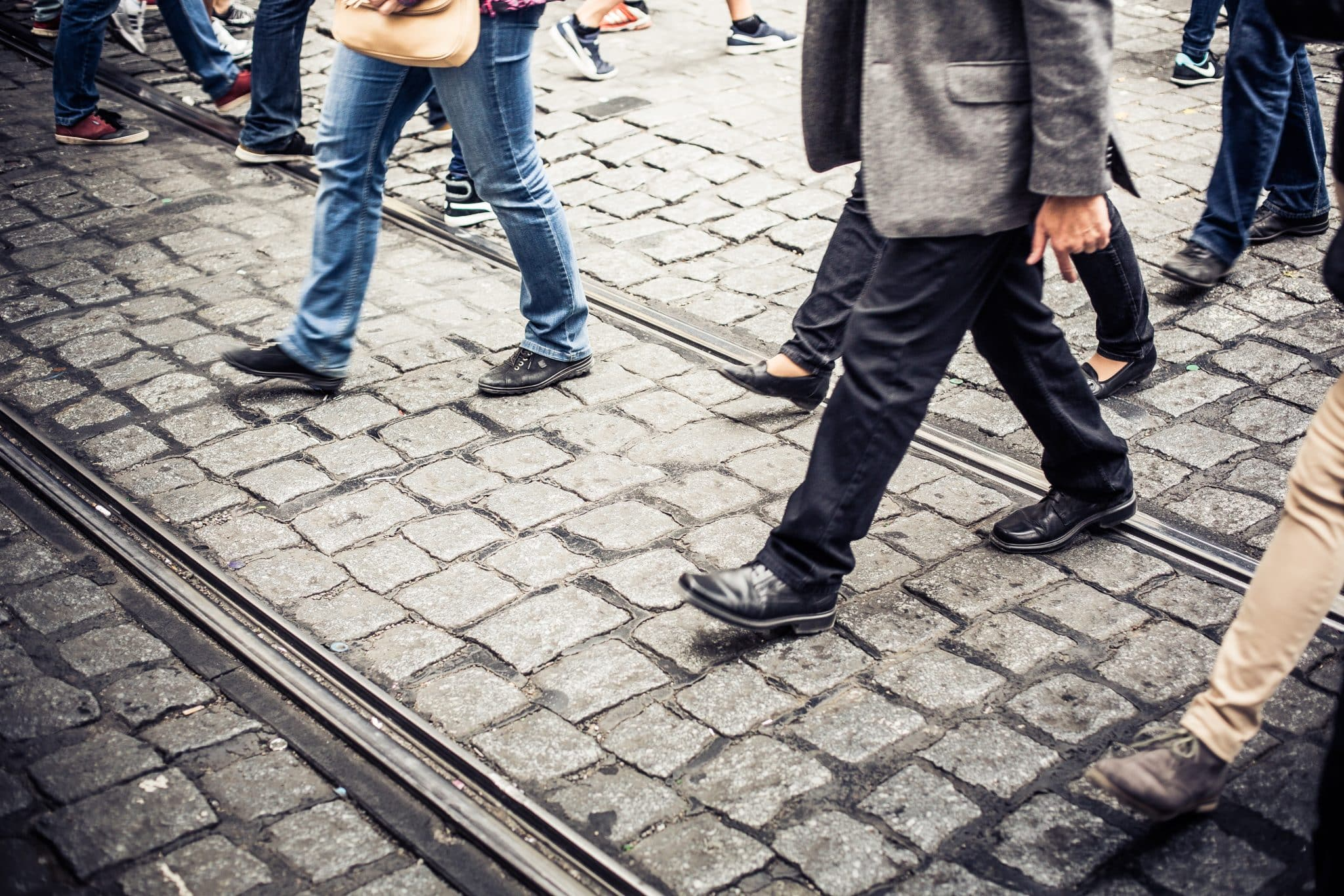 crowd-of-people-crossing-an-old-prague-road-picjumbo-com