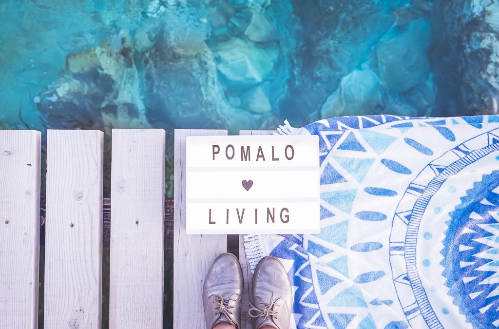 croatian phrases: pomalo sign overlooking the sea