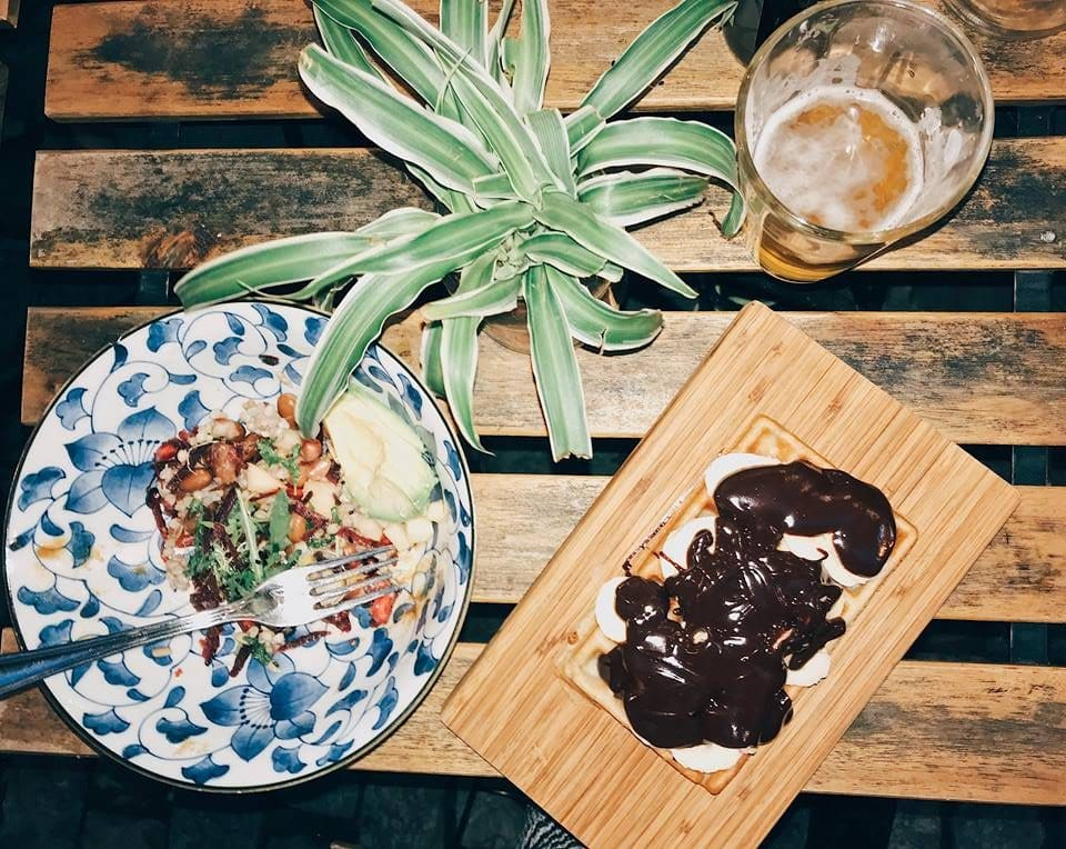 Zero Waste Gluten free restaurant in Brussels, featuring a Avocado rice bowl, Belgian chocolate gluten free waffle and gluten free beer