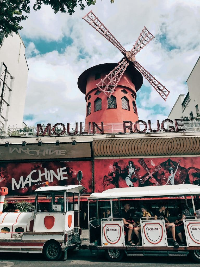 Weekend in Paris, Visit to Moulin Rouge