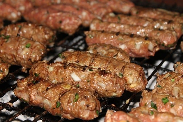 Cevapi: Skinless mixed meat sausage from Croatia. Facts about Croatia